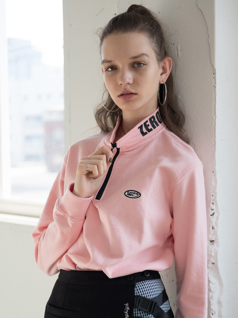 LETTERING HALF ZIP UP SWEAT SHIRTS [PINK,BLUE,BLACK]