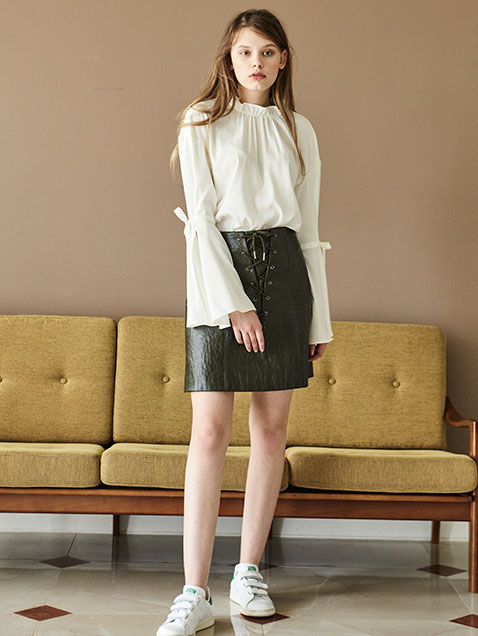 SHIRRING BLOUSE - WHITE